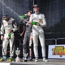 Edvin Hellsten kör hem sin första pallplats i V8 Thunder Cars!