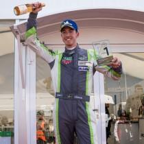 Edvin Hellsten tog sin första seger i Porsche Approved Cup på ett soligt Anderstorp!